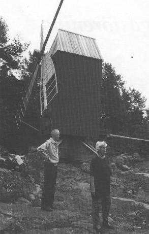 Kvarnen återinvigs på sin nya plats Ordf. Lisbeth Eriksson och John Lönnqvist